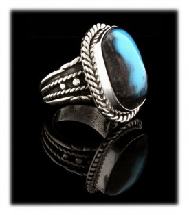 Pictured here is a beautiful Classic Southwestern Style handmade Deep Bisbee Ribbon Turquoise and Silver Ring